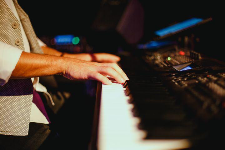 Keyboader Pianist Galaband