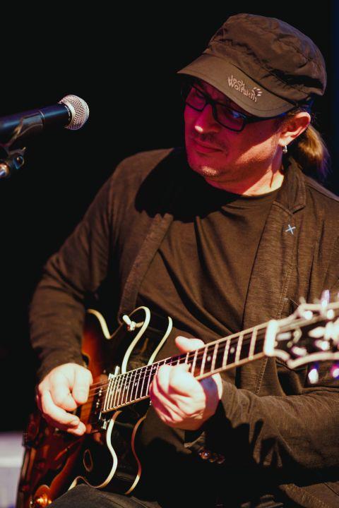 Mu gitarrist Galaband
